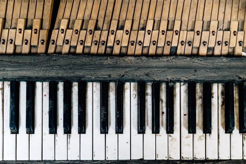piano-cumbersome-adjective